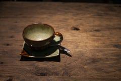 Caffè su priorità bassa di legno Immagini Stock