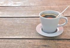 Caffè su priorità bassa di legno Fotografie Stock Libere da Diritti