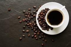 Caffè su un fondo nero Fotografie Stock