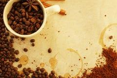 Caffè su vecchia carta fotografia stock libera da diritti