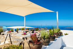 Caffè sul terrazzo con la vista del mare Fotografia Stock