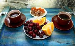 Caffè sulla prima colazione del vegetariano del vassoio fotografia stock