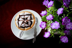 Caffè sulla tavola Fotografia Stock Libera da Diritti