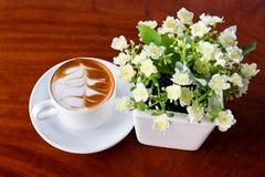 Caffè sulla tavola Fotografie Stock Libere da Diritti