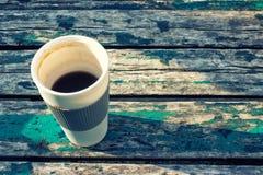 Caffè sulla vecchia tabella di legno Fotografia Stock Libera da Diritti