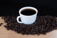 Caffè in tazza bianca, una vista di 45 gradi Immagini Stock Libere da Diritti