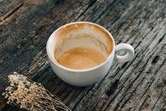 Caffè, tazza, tazza di caffè su una tavola di legno Fotografia Stock