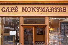 Caffè tipico in Montmartre, Parigi Fotografie Stock Libere da Diritti