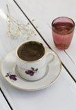 Caffè turco e bicchiere d'acqua Fotografia Stock