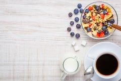 Caffè e prima colazione di muesli con lo spazio della copia Fotografie Stock Libere da Diritti
