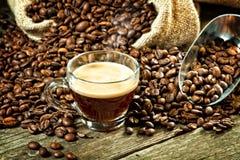 Caffè espresso e chicco di caffè Fotografia Stock Libera da Diritti