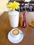 Caffe e flor Imagens de Stock