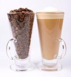 Caffe latte en koffiebonen Royalty-vrije Stock Fotografie