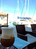 Caffe Latte w Parga Grecja obraz stock