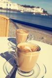 Caffe macchiato在Cadaques,西班牙沿海岸区  免版税库存图片