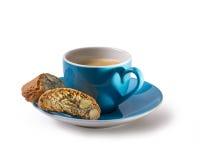 Caffee en cantuccini met schaduw in hartvorm Stock Foto's