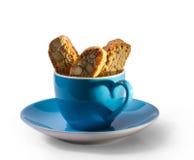 Caffee en cantuccini met schaduw in hartvorm Stock Foto
