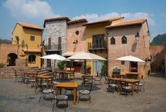 Caffetteria vuota in un villaggio toscano fotografie stock libere da diritti
