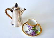 Caffettiera 1920 del ` s e latta di caffè alla moda Fotografie Stock Libere da Diritti