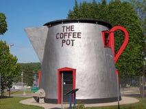 Caffettiera gigante del bordo della strada Immagini Stock Libere da Diritti