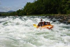 Cagayan de Oro用筏子运送水白色的菲律宾 免版税图库摄影