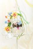 Cage décorative avec des oiseaux Image libre de droits