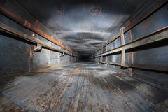 Cage d'ascenseur abandonnée Image stock