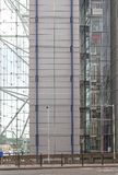 Cage d'ascenseur en verre photographie stock