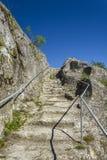 Cage d'escalier menant à la forteresse d'ovech dans Provadia image stock