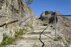 Cage d'escalier menant à la forteresse d'ovech dans Provadia photo stock