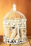 Cage et groupe décoratifs blancs de papiers roulés Photo libre de droits