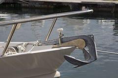 Cagliari: een zelfs boot in de haven - Sardinige Stock Afbeelding