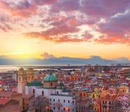 Cagliari horisont under solnedgången, Italien Arkivfoto