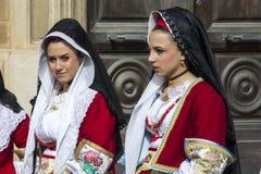 CAGLIARI, ITÁLIA - 1º de maio de 2013: Procissão 357 religiosa do ` Efisio - Sardinia de Sant Foto de Stock