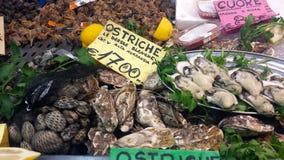 Cagliari, Italia - 22 de marzo de 2017: Parada tradicional del mercado de pescados fotografía de archivo libre de regalías