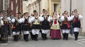 CAGLIARI, ITALIE - 1er mai 2013 : Cortège 357 religieux de ` de Sant Efisio - Sardaigne Images libres de droits
