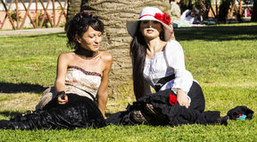 CAGLIARI ITALIEN - Juni 1, 2014: söndag på La stora Jatte, offentliga trädgårdar - Sardinia Royaltyfri Bild
