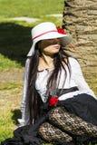CAGLIARI ITALIEN - Juni 1, 2014: söndag på La stora Jatte, offentliga trädgårdar - Sardinia Arkivfoto