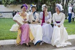 CAGLIARI ITALIEN - Maj 29, 2016: söndag på La stora Jatte VIII Ed , På de offentliga trädgårdarna - Sardinia Royaltyfria Bilder