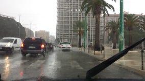 Cagliari, Italien - 1. Oktober: Flut durch die Straßen des c lizenzfreie stockfotografie