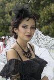 CAGLIARI ITALIEN - OKTOBER 20, 2013: söndag på La stora Jatte på de offentliga trädgårdarna Royaltyfria Bilder