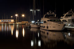 Cagliari-Jachthafen Sommer nightview Stockfotografie