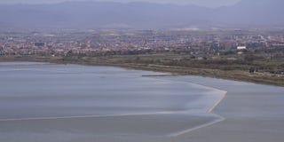 Cagliari: Panorama van de vijver Molentargius - Sardinige Royalty-vrije Stock Foto's