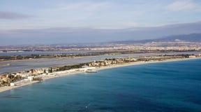 Cagliari: Panorama van Poetto-strand Sardinige Stock Foto's