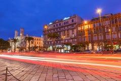 Cagliari, Sardinia, Włochy: Noc widok środkowa ulica Obrazy Stock