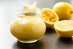 Cagliata di limone casalinga in barattolo di vetro Fotografia Stock