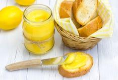 Cagliata di limone con le baguette leggermente tostate Fotografia Stock