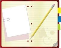 Cahier avec le crayon et le trombone Photographie stock