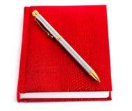Cahier avec le crayon lecteur argenté Image libre de droits