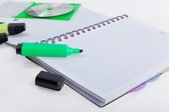 Cahier avec le crayon lecteur et le disque Photos libres de droits